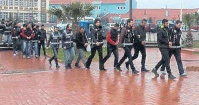 Göçmen kaçakçısı 12 zanlı tutuklandı