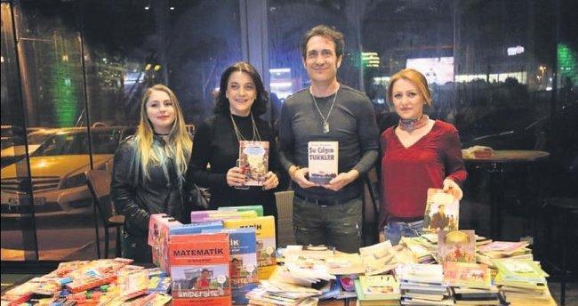 Köy okulları için kitap topladı