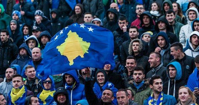 Kosovalı taraftarlar sınırda kuyruk oluşturdu