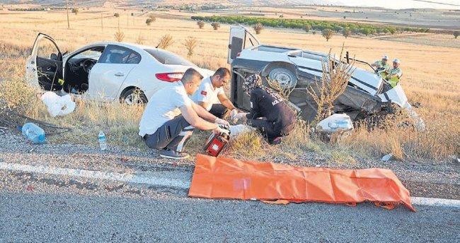 Baba ve iki çocuğu kaza kurbanı oldu