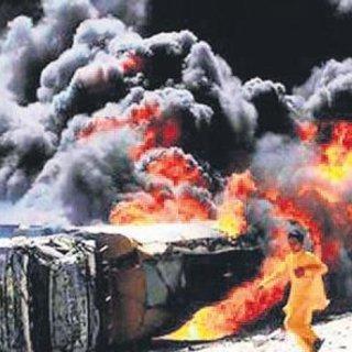 Pakistan'da tanker faciası: 148 ölü