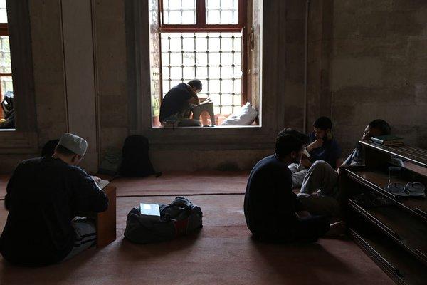 Türkiye ile ümmetin barış ve huzuru için dua ediyorlar