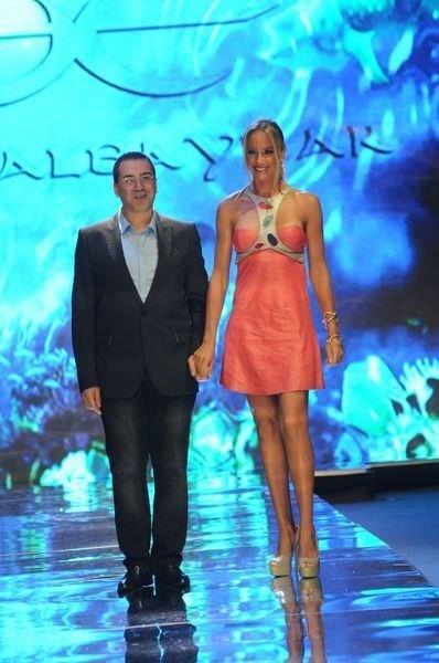 Özge Ulusoy transparan giydi, herkesi büyüledi