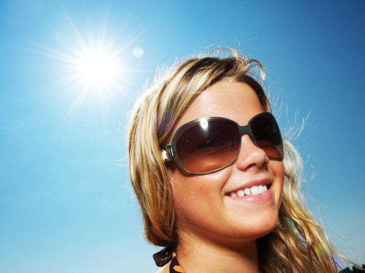 Doğru güneş gözlüğünü seçmenin 10 adımı