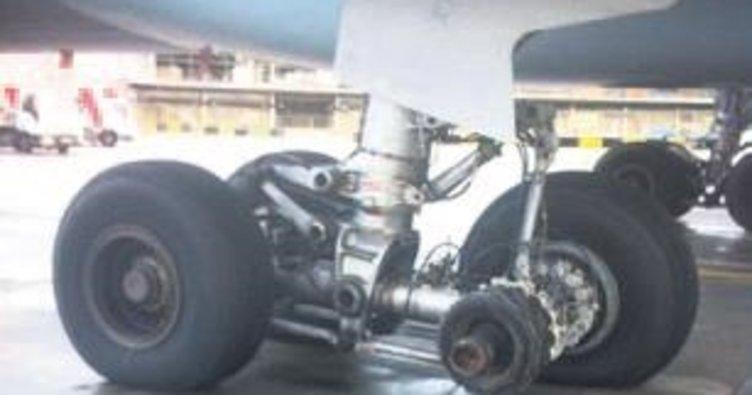 Uçak tekerleksiz indi
