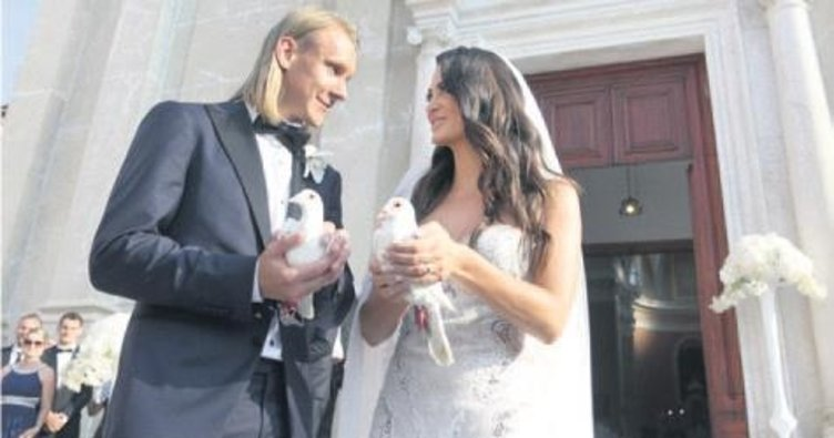 Düğün tamam sıra kararda!