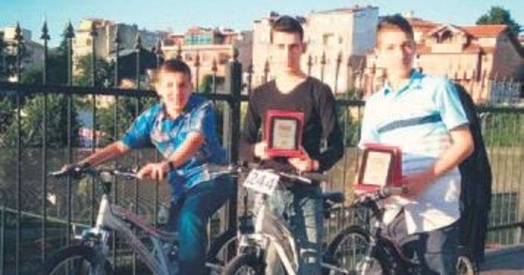 Sabah namazına gelen bisikleti aldı