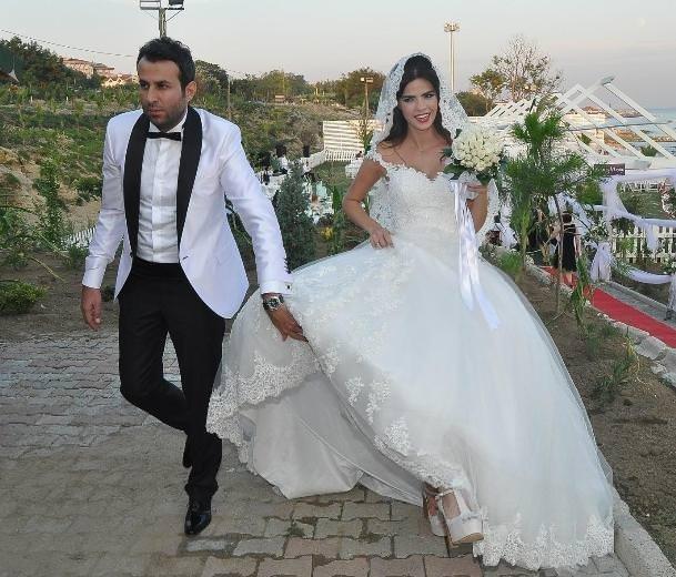 Sevil Uyar evlendi