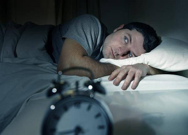 Geceleri sık sık uyanmanın nedenleri