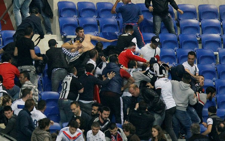 Fransız holiganlar Beşiktaşlı taraftarlara saldırdı!