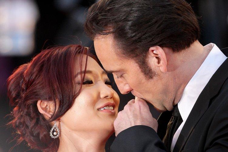 Ünlü oyuncuyu eşi yakın arkadaşıyla aldattı