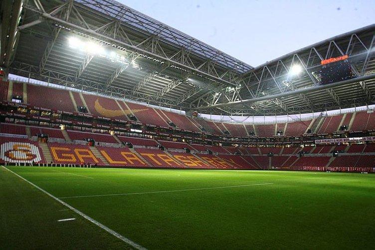 Derbi öncesi Van Persie'den Sneijder'e şok öneri