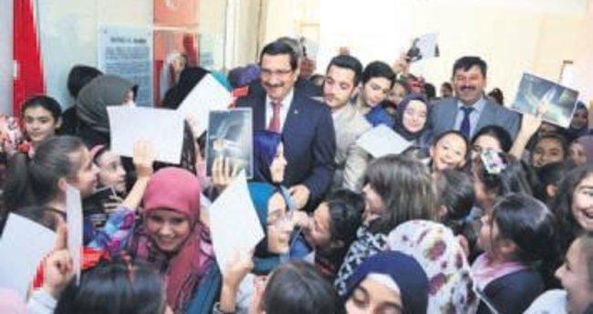 Başkan Ak iki okulu ziyaret etti