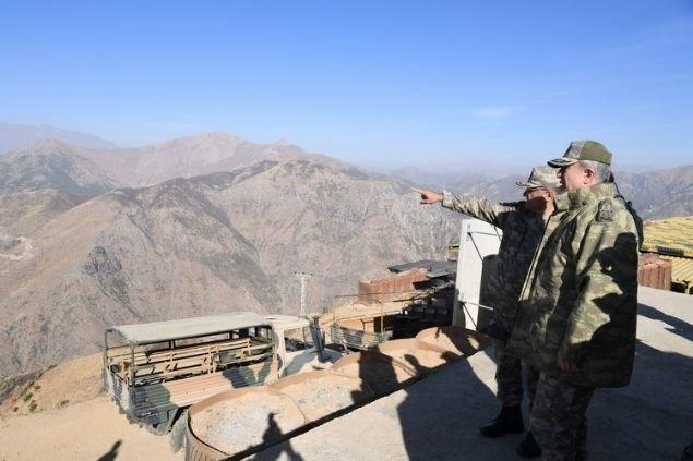 Hulusi Akar Van 6'ncı Hudut Alay Komutanlığı'nı ziyaret etti