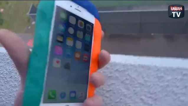 Oyun hamurları ile iPhone'a koruyucu kılıf yapıp test etmek