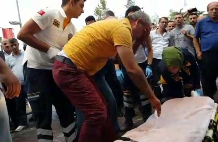 Eşine 10 kurşun yağdırdı, vatandaşlar linç etmeye kalktı