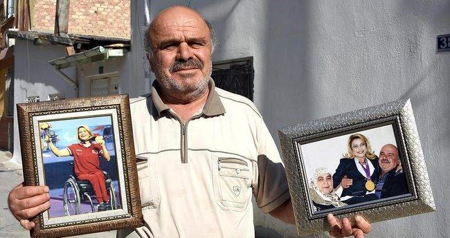 Muslu ailesi kızları ile gurur duyuyor