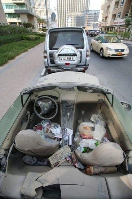 Lüks arabaları çöpe atıyorlar