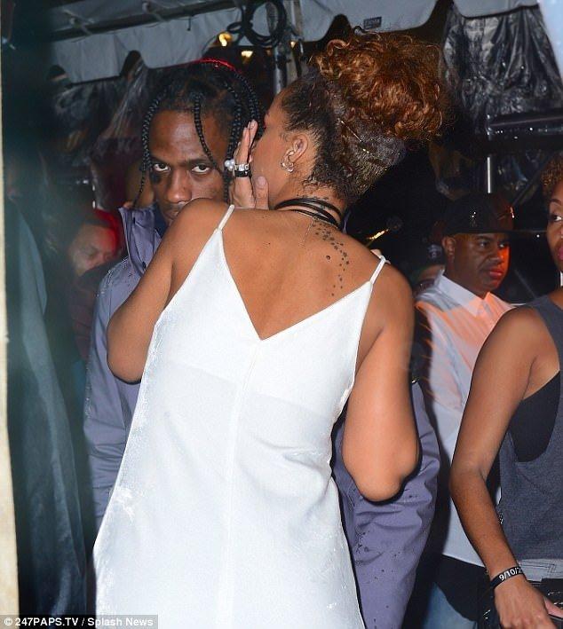 Rihanna fena dağıttı!