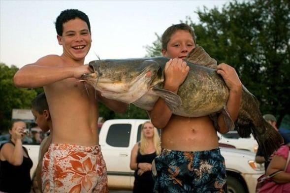 Bu balıkları elleriyle yakaladılar