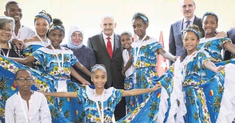 Başbakan dünya çocuklarıyla buluştu