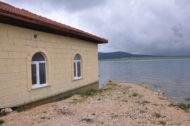 Göl ortasındaki cami ibadete açılacak