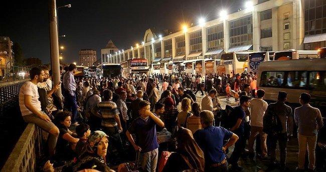 Büyük İstanbul Otogarı'nda bayram yoğunluğu!