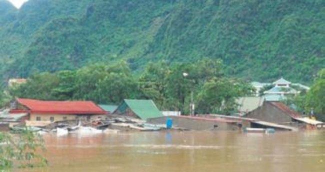 Vietnam'da seller 25 kişiyi yuttu
