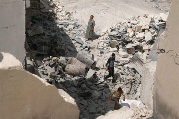 Halep'e düzenlenen hava saldırıları