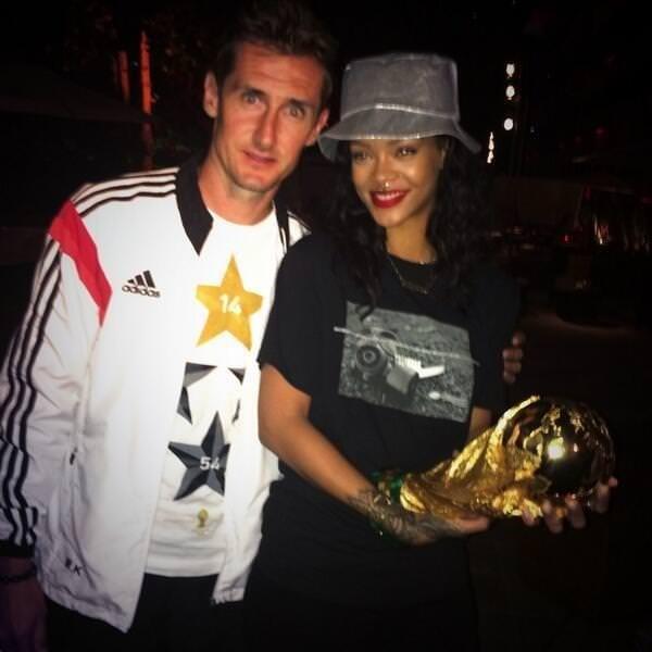 Rihanna'dan ilginç gol sevinci