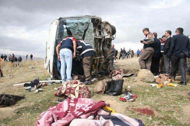 Afyon'da öğrenci taşıyan otobüs şarampole uçtu