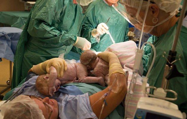 Bebeği doğar doğmaz...