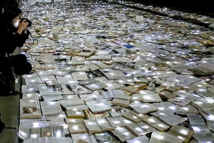 Kanada sokakları kitapla doldu taştı