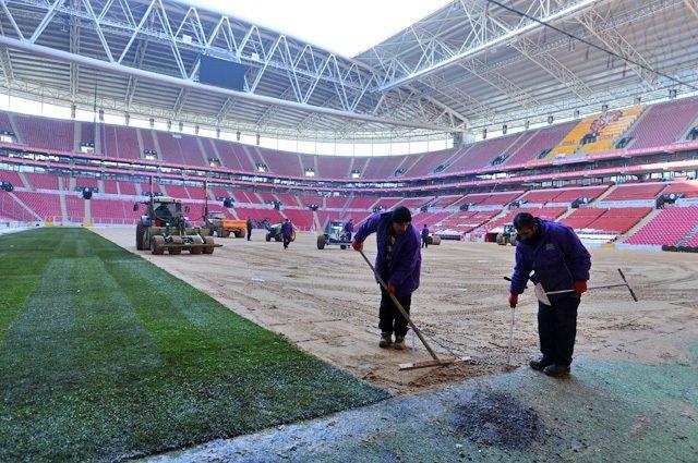 Türk Telekom Arena'ya çimler seriliyor