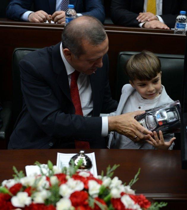 Başbakan'ın minik hayranından sevgi gösterisi