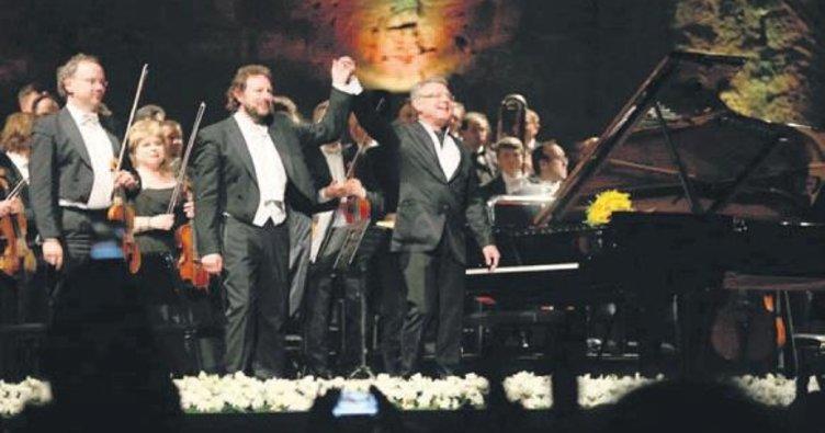 'Sol Elim' konseri ayakta alkışlandı