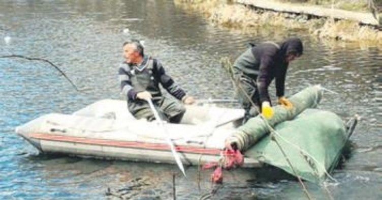 Hacettepe biyologları Karagöl'ü temizledi