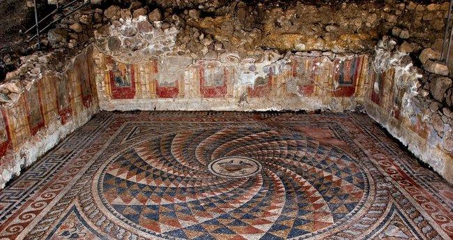 Antik Kentte kozmetik dükkanları bulundu