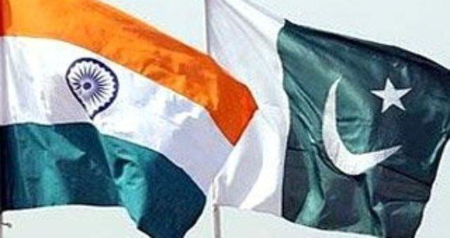 Pakistan, Hindistan'daki 6 diplomatını geri çekti!
