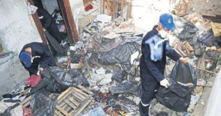 Konak'taki çöp ev temizlendi