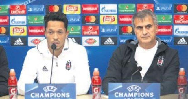Adriano: İlk maçtaki gayreti göstereceğiz