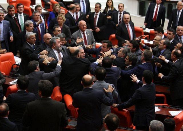 Meclis Genel Kurulu bir kez daha karıştı