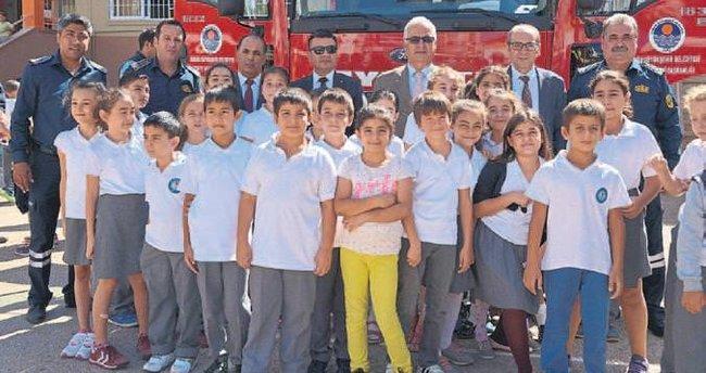 Mersin'de öğrencilere yangın eğitimi verildi