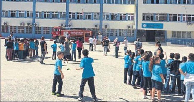 Tarsus'ta öğrencileri korkutan yangın