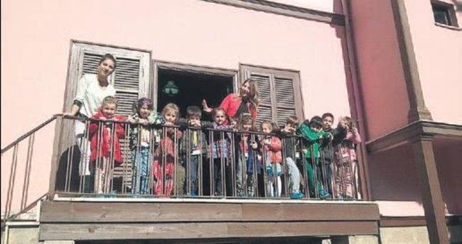 Ata'nın evine miniklerden ziyaret