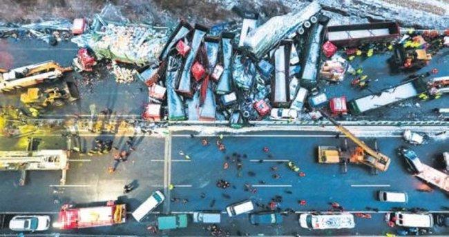 56 araçlı kazada 17 kişi öldü