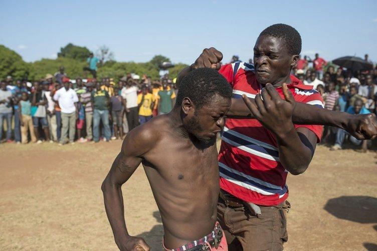 Güney Afrika'da geleneksel Eldivensiz Boks Turnuvası''