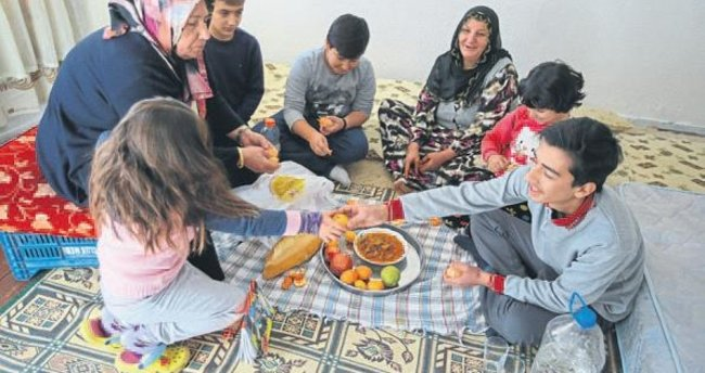 Suriyeli ailenin gülen yüzü Nebiha Teyze