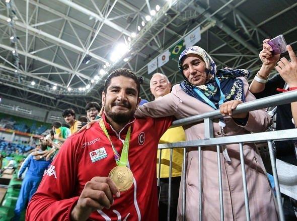 Taha Akgül: Madalyamı şehitlerimize adıyorum