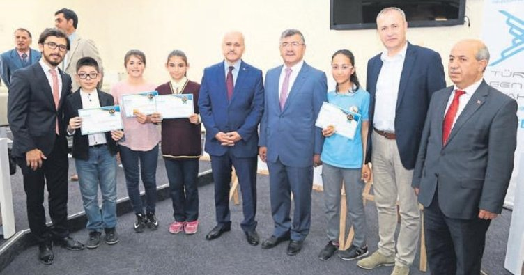 Çizimlerle 40 Hadis ödülleri dağıtıldı